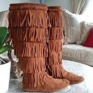 Minnetonka 5 fringe layer boot
